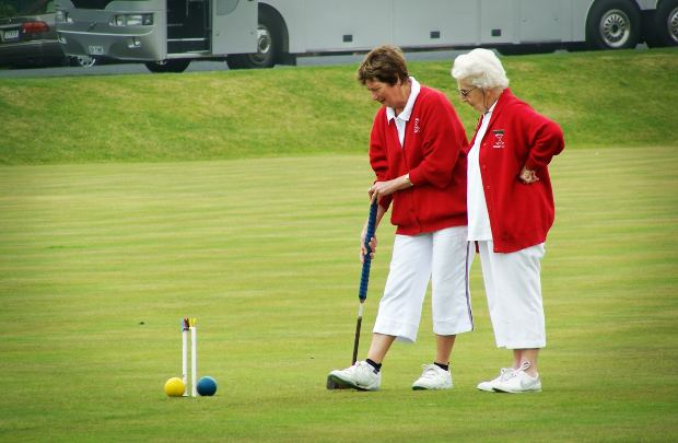 elderlywomenplaying gulf